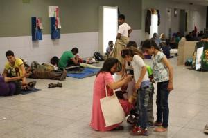 부다페스트 시리아 난민들을 돕는 헝가리 사람
